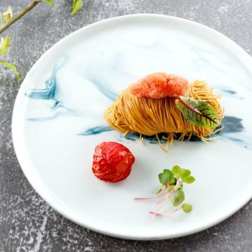 Mie Telur Ikan Pollock Alaska dengan Tomat Cherry Panggang