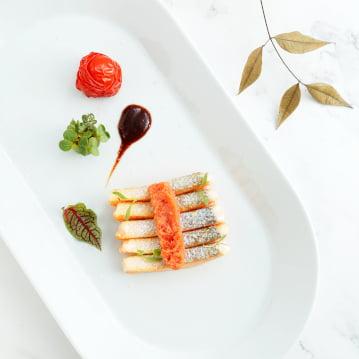 ปลาซ็อกอายแซลมอนจากอลาสก้ากับซอสครีมวิสกี้และไข่ปลาพอลลอคจากอลาสก้า