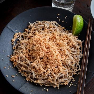 Mì Soba cùng với món trứng cá Minh Thái muối